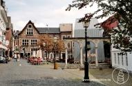 Der Hof in Aachen - Architektur aus zwei Jahrtausenden, ein autofreier Platz mit mediterranem Flair in unmittelbarer Nähe zu den Aachener Thermalquellen.