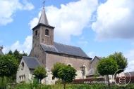 Die St. Cunibertuskirche in Wahlwiller (NL). Im Innern birgt die kleine Dorfkirche einen besonderen Schatz: Die Malereien des Künstlers Aad de Haas